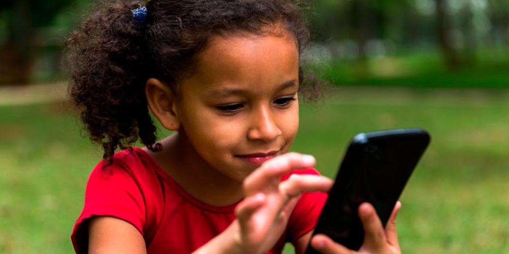 बच्चाको लागि बिषालु भाइरस बन्दै मोबाइल