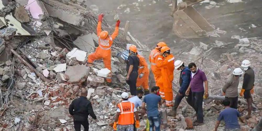 भारतमा भवन भत्किँदा १० जनाको मृत्यु